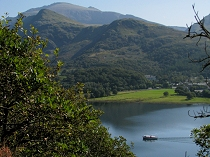 Pleasure boat steams across       Lake Padarn at Llanberis