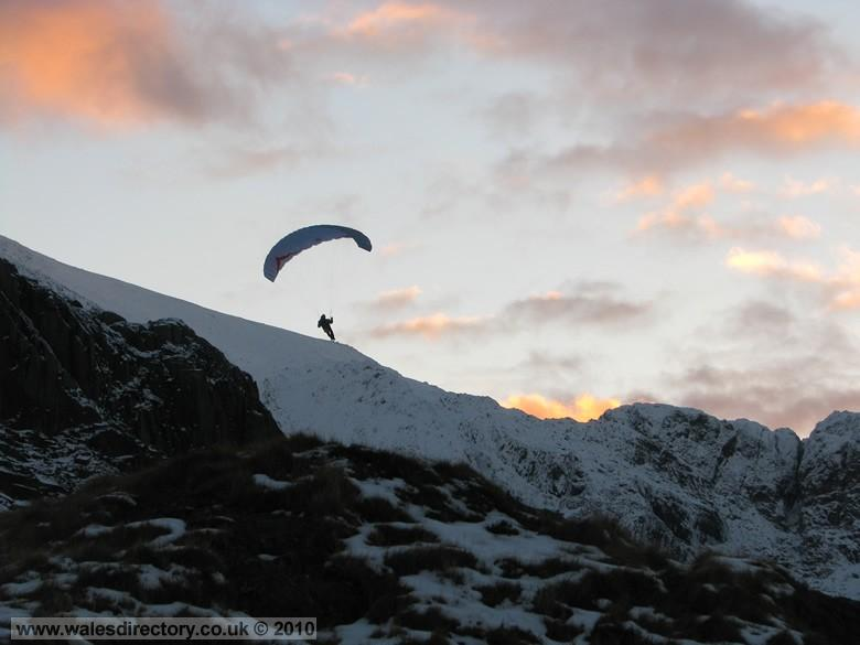 Enlarged picture of Paragliding in Snowdonia