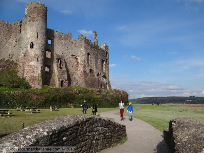 Enlarged picture of Laugharne Castle Walls